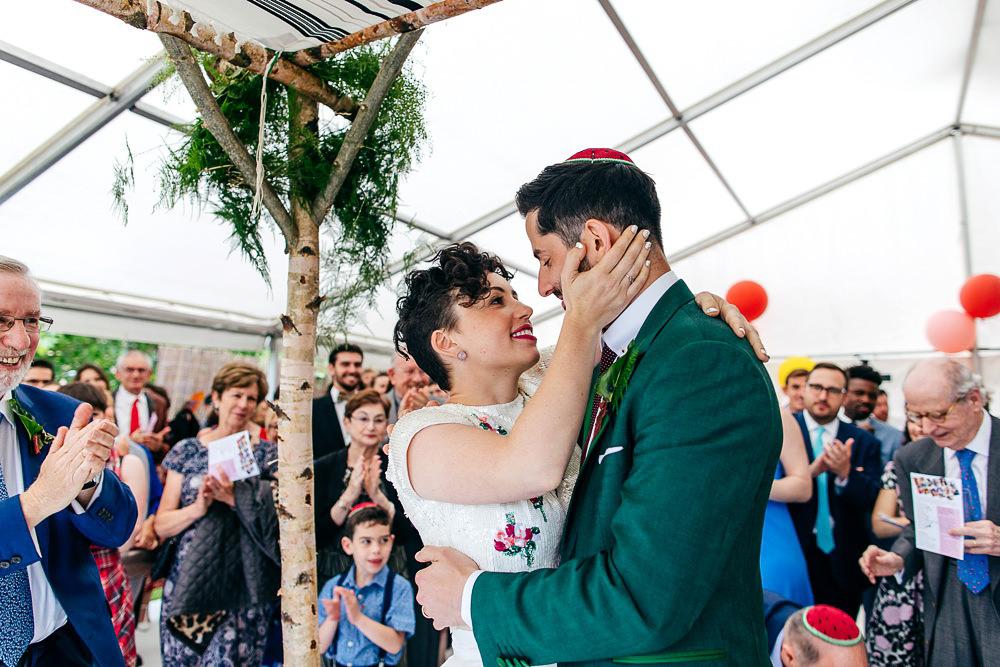 first-kiss-jewish-wedding-london-wedding-photographer