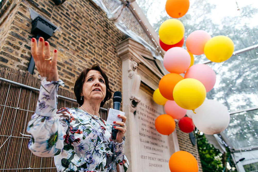 grooms-mother-gives-speech-colourful-balloons-london-wedding