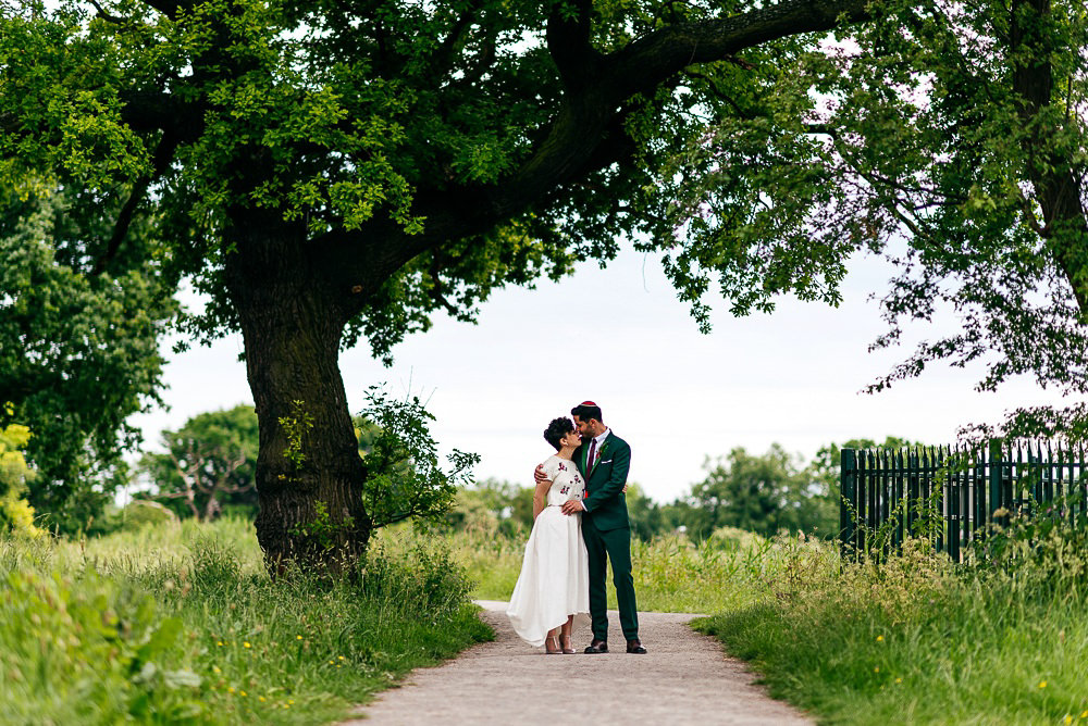 couples-portraiture-woodberry-wetlands-centre-wedding