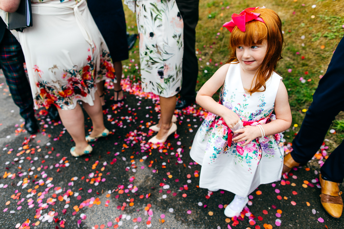red-haired-flowergirl-throws-confetti