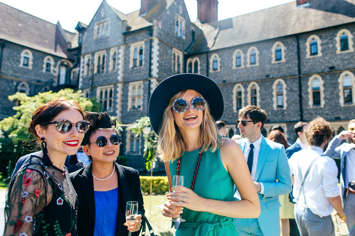 cool-guests-wearing-sunglasses-smiling-drinking-champagne