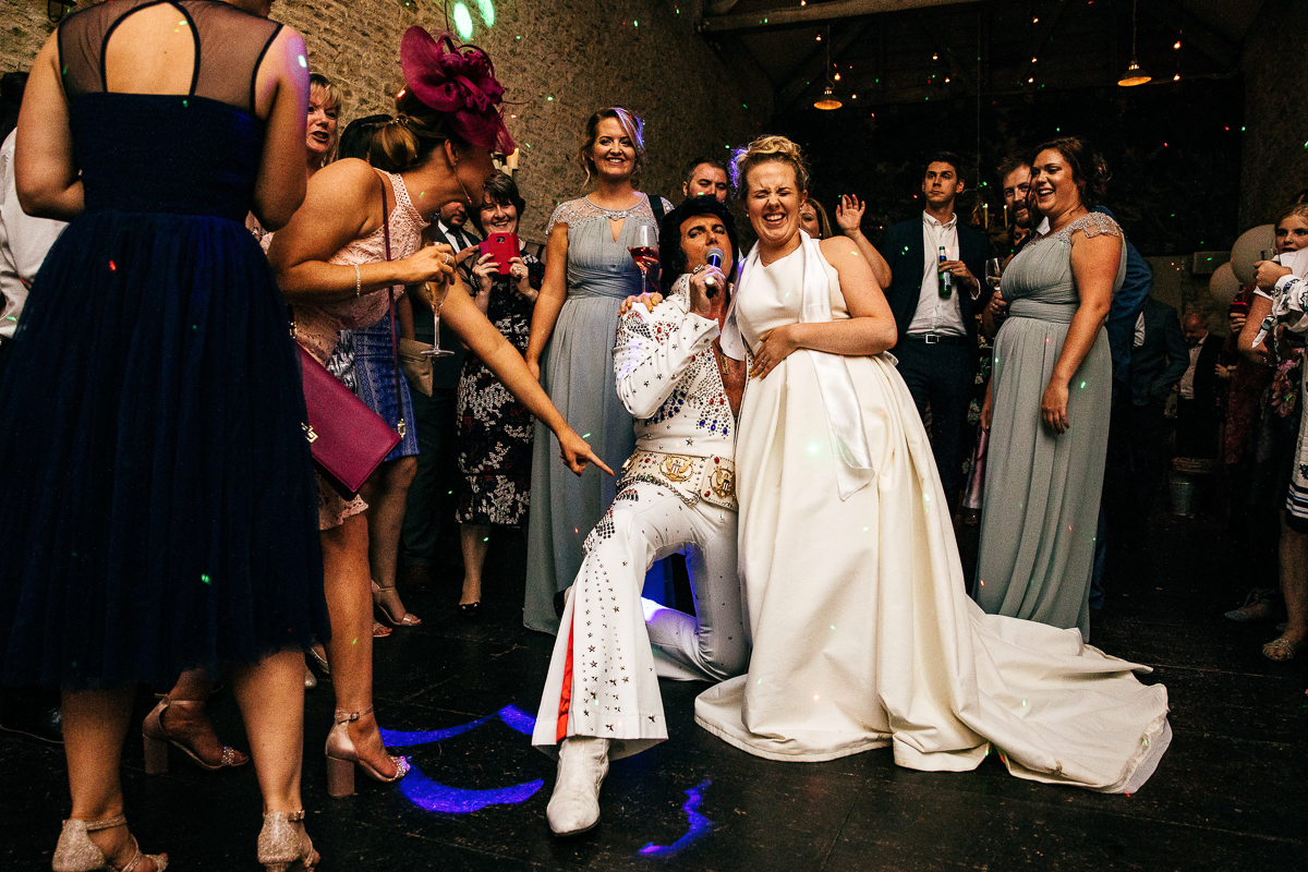 elvis-impersonator-sings-with-bride-wedding-reception-creative-wedding-photographer