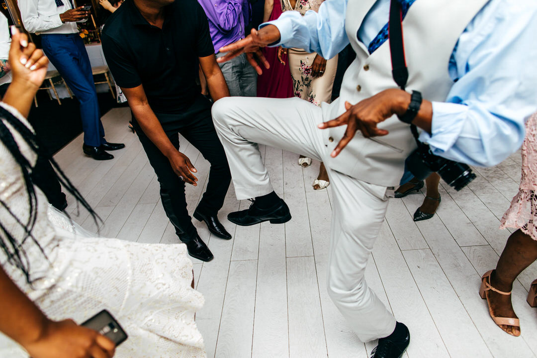funky-dance-moves-wedding-reception-combermere-abbey