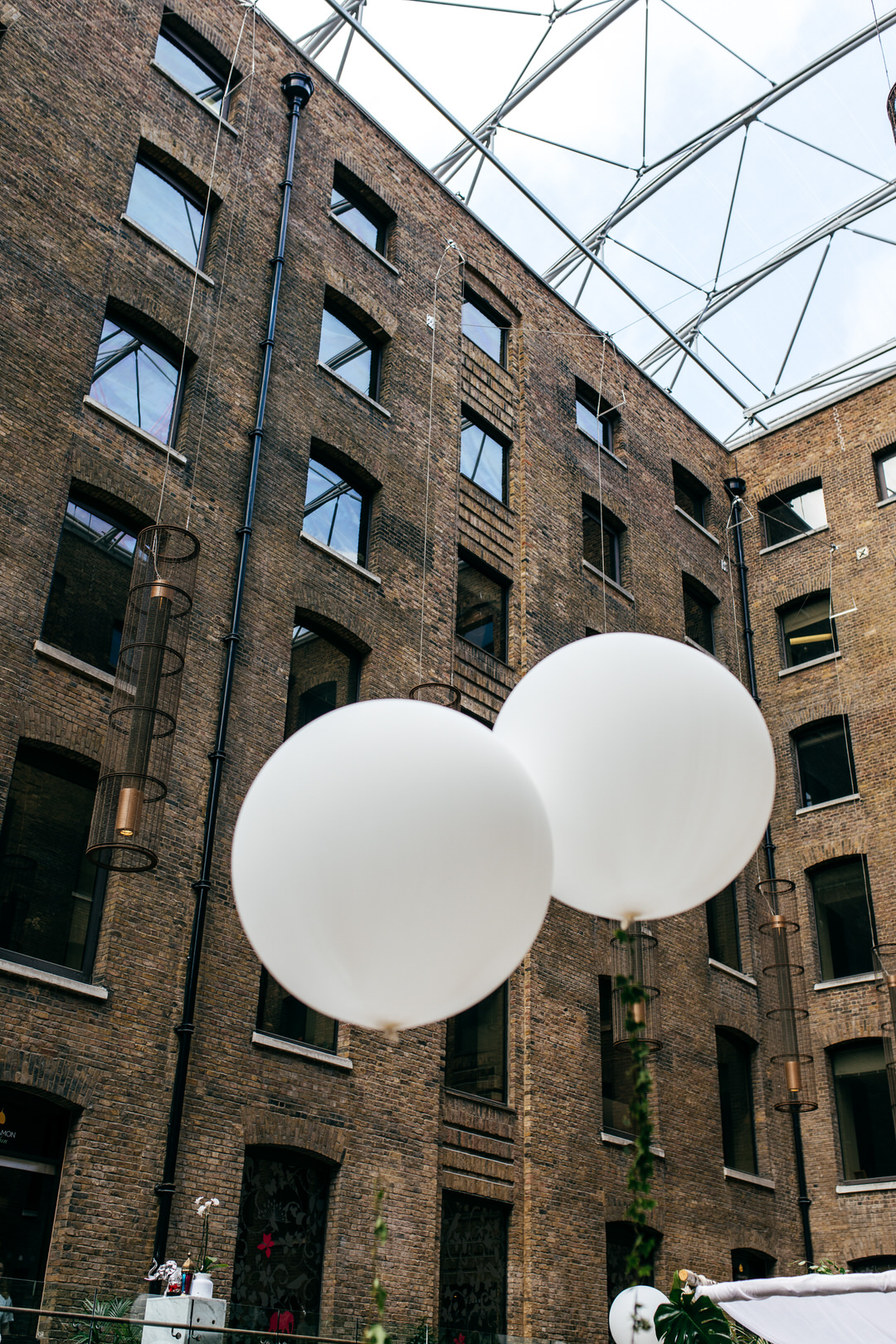 devonshire-terrace-white-balloons-sunshine-london-wedding