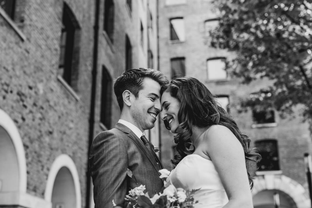 lovely-couples-portraits-devonshire-terrace-jewish-wedding