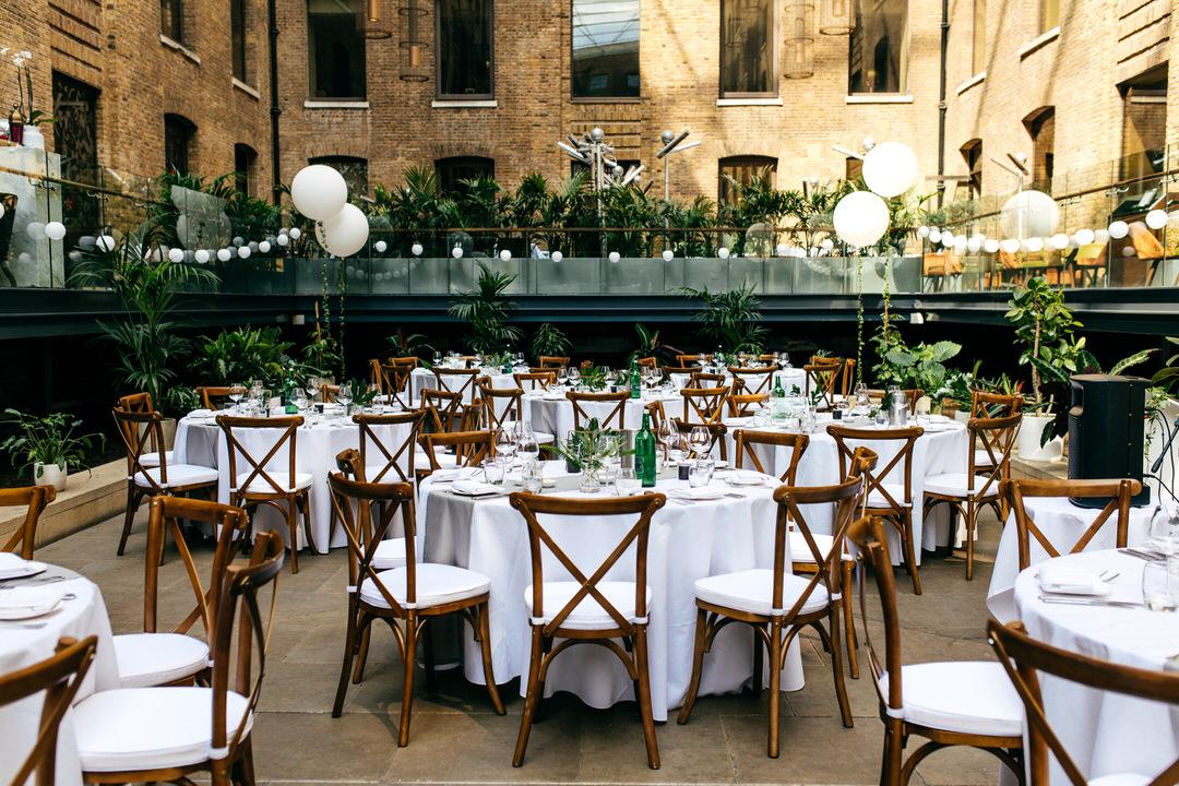 wilma-event-design-wedding-breakfast-table-arrangement-wooden-chairs-white-linen