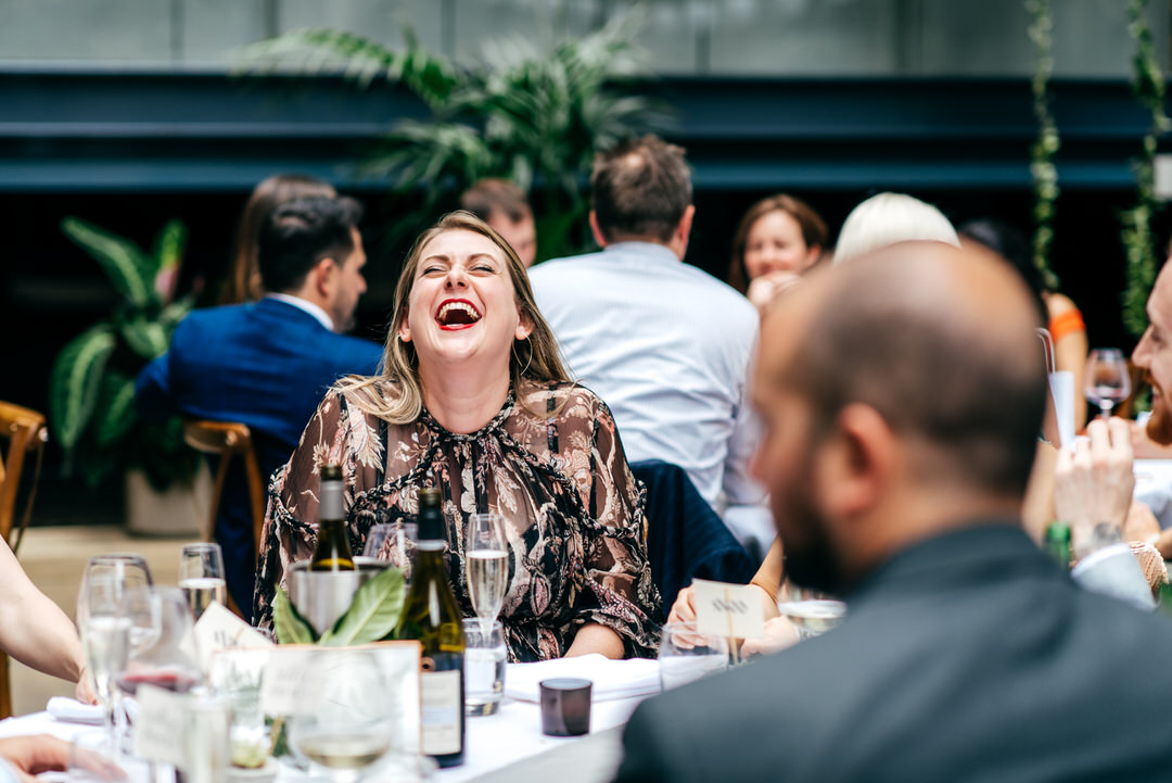 fun-wedding-guest-laughing-creative-wedding-photographer