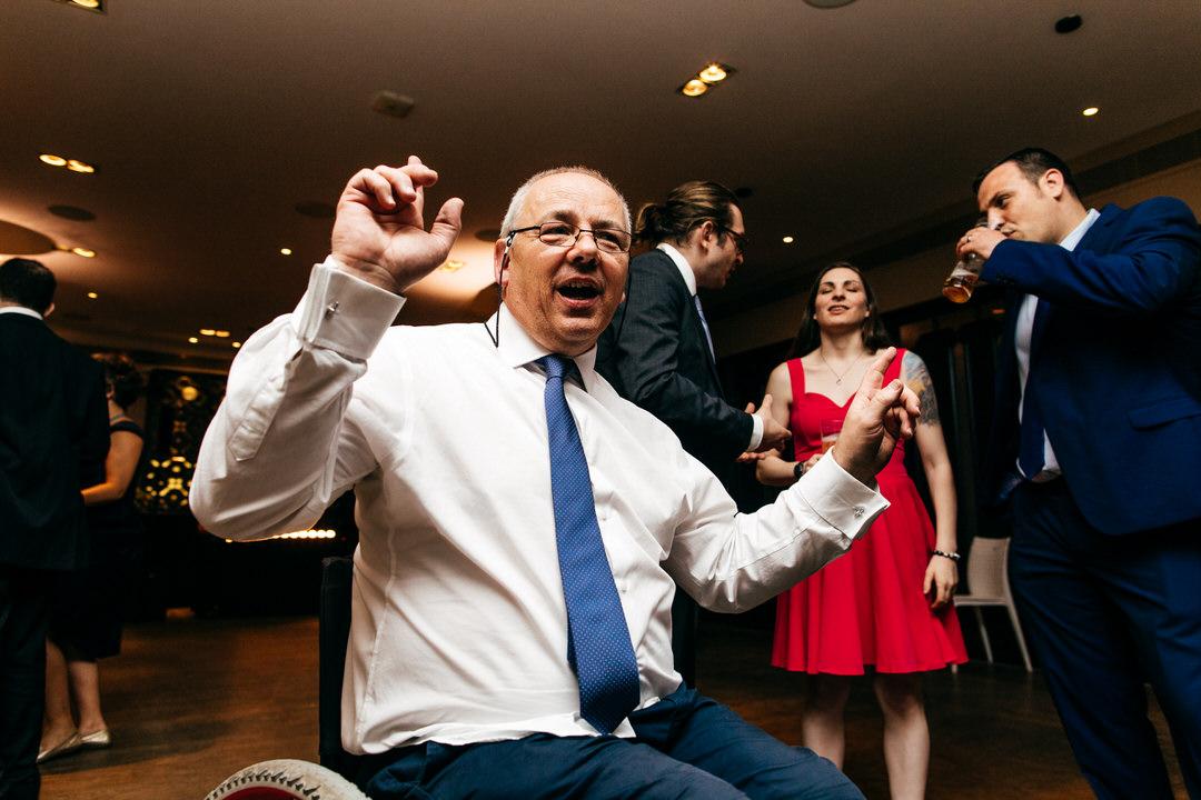 guests-dancing-devonshire-terrace-wedding
